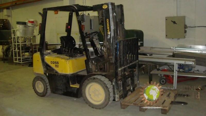 Fork-lift truck sel DAEWOO DOOSAN D25S-3 of 2500 Kg capacity