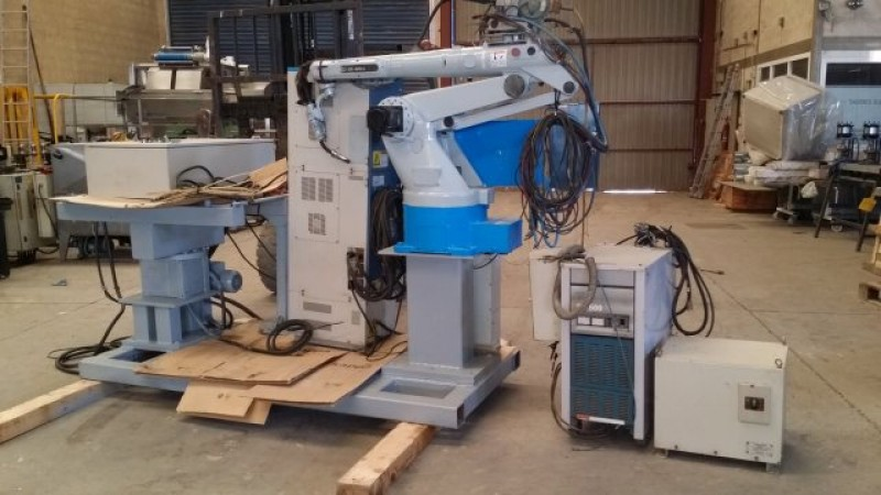Celula soldadura robotizada: Robot soldadura + mesa giratoria Daihen DR-420CL